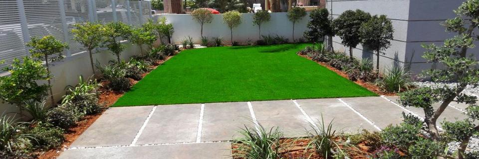 שילוב מנצח של דשא סינטטי איכותי והקמת גינה בגינות פאר
